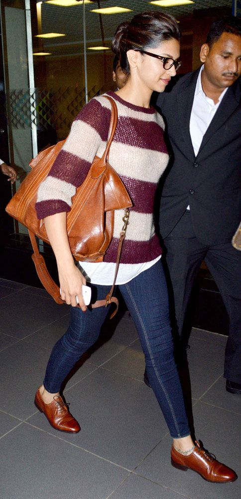 Deepika Padukone spotted at the airport. At http://3weekseasyweightloss.blogspot.com/2015/01/the-fastest-way-to-lose-weight-in-3.html Weight lose programs melted 10-23 pounds of body fat in 3 weeks, and you will be ready to use   your dream clothes.
