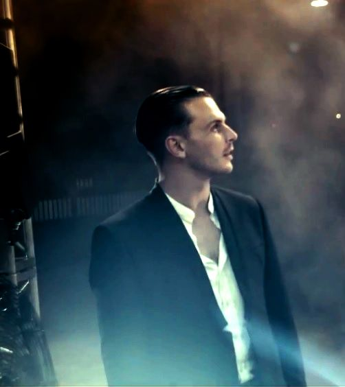 Hurts Theo Hutchcraft / Under Control