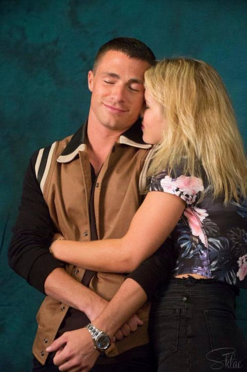 arrow colton haynes emily bett rickards arrow. Black Bedroom Furniture Sets. Home Design Ideas