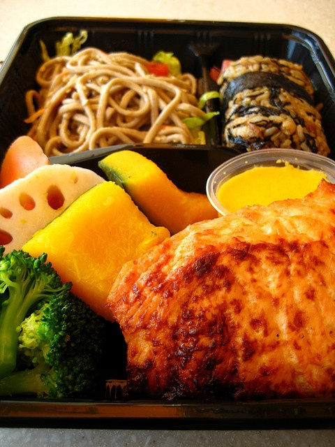 Macro Bento - oh this looks sooo good... need to remember how great everything looks when Bento'd (kids like it better too)
