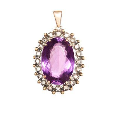 Kjede  Gull. 14 K. Sølv. Fattet med en ametyst 23,8 - 16,9 mm. Omkranset av 20 roselipte diamanter Tidllig 1800. Totalvekt: 14,2 g.  HØYDE 4 BREDDE 2,5