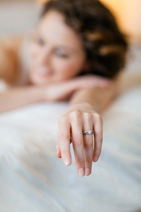 Sinnliches Getting Ready in der Villa Kennedy Frankfurt Angelika Krinke http://www.hochzeitswahn.de/hochzeitstrends/sinnliches-getting-ready-in-der-villa-kennedy-frankfurt/ #wedding #mariage #ring