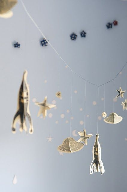 Rocket garland tutorial - lovely: Paper Garlands, Rockets Garlands, Boys Rooms, Playrooms Inspiration, Cut Paper, Garlands Tutorials, Stars Garlands, Diy Rockets, Outer Spaces