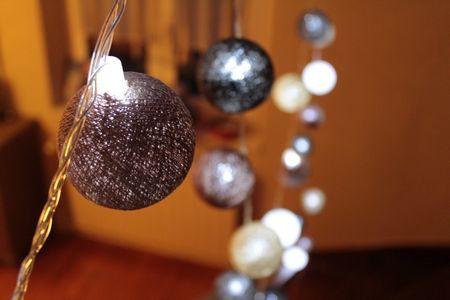 les 25 meilleures id es concernant guirlande boule coton sur pinterest guirlande boule. Black Bedroom Furniture Sets. Home Design Ideas