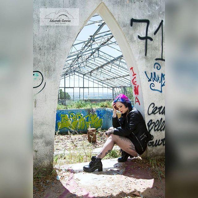 Solo hay dos errores que se cometen en él camino habla verdad. No empezar y no llegar hasta él final. Budha Fotografía Eduardo Garcia  #picoftheday #fotodeldia #goodevening #buenastardes #ink #inked #inkedgirl #chicatatuada #tatuajes #sad #sadness #dark #darkness #madrid #altmodel #modeloalternativa #rebelde #blackclothes #ropanegra #tristeza #boots #botas #grafittiart #budha