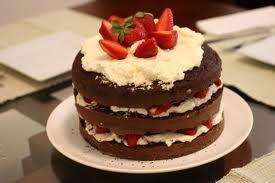 Torre de Chocolate com Morangos e Chantilly !