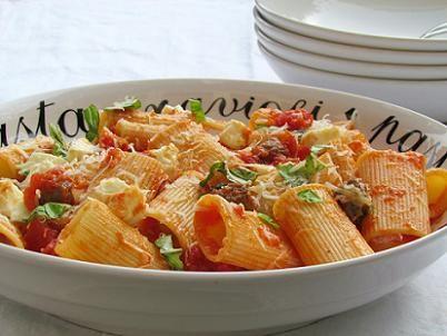 Rigatoni met pittige tomatensaus, Italiaanse recepten www.zitizitoni.nl