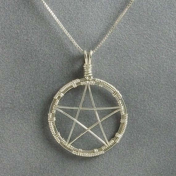 Handmade Wire Wrapped Pentacle Pendant di MystikCritterZ su Etsy, $26.00