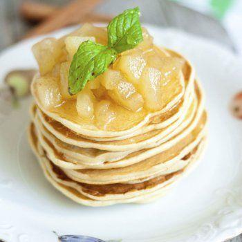 Receta de tortitas de manzana. Empezar el fin de semana con un buen desayuno puede hacer de este momento uma ocasión ideal para estar en familia. Sigue la receta de tortitas de manzana, muy fácil y rápida de hacer para los niños.
