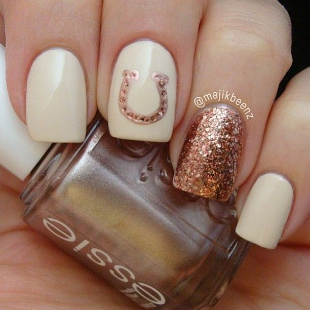 #nailart golden horseshoe