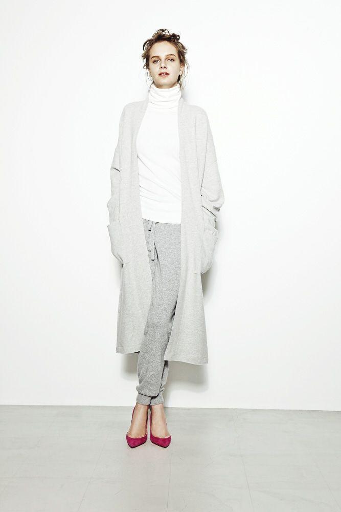 coat ¥78,000 tops ¥29,000 pants ¥46,000 pumps ¥85,000 earrings ¥445,000