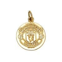 #9ct Gold Manchester United Pendant - J2154 #All the Man. Utd crest detail on this 1.6cm 9ct gold pendant. Find the chain of your choice from our extensive range, or could become part of a charm collection.