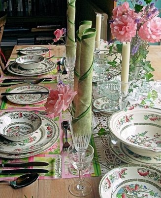 pretty floralsGreen Floral, Floral White, Pretty Floral, Spring Floral, Teas Parties, Floral Tablescapes