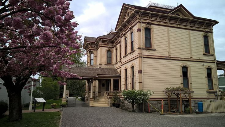 https://flic.kr/p/GpiWAh | Ezra Meeker Mansion | Belonging to the early Washington settler and Oregon Trail Pioneer who became a hops farmer in Puyallup, Washington.