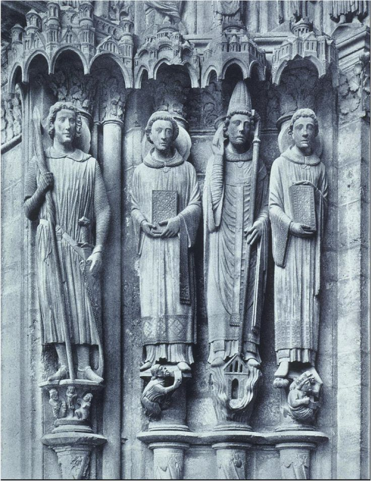 Vier colonnetfiguren aan de portaalwangen van de zuidelijke portalen van het dwarsschip van de kathedraal in Chartres