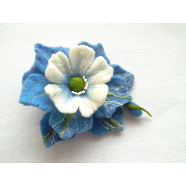 Wol vilt sieraden, blauw-wit voelde bloem broche, Hair clip bloem, Pin... ($22) ❤ liked on Polyvore featuring accessories, hair accessories, barrette hair clips, cadeau and hair clip accessories