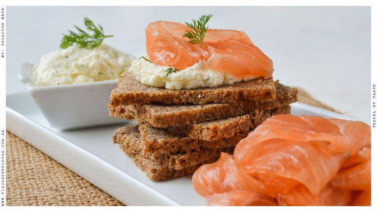 Gravlax de Salmón.. una receta nórdica que necesita un par de días de preparación.. pero el resultado vale la pena! >> Receta en el Blog