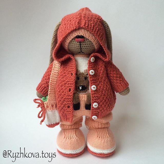 #amigurumi #knitting #crochet #handmadetoys #заяц #weamiguru #villy_vanilly_shop #длядетей #длядевочек #подарок #подарокдевочке #rabbit #амигуруми #handmade #handmadetoys #ручнаяработа #вязание #вязанаяигрушка #вязаниекрючком #вязаниеспицами #вязаныйзаяц (Автор идеи Бэла Макаева)