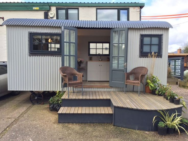 Shepherd Hut For Sale – Ex-Demo Special Price – Includes decking worth £1000 as shown in photographs – Visit website now