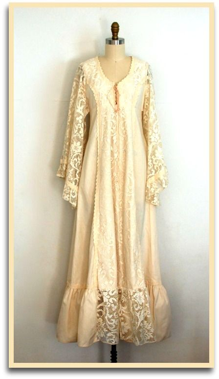 """Robe de style édouardien/ victorien en dentelle ivoire, façon """"Gunne Sax"""" boho années 70. Trouvée sur Etsy, boutique @Anastasiaswift"""