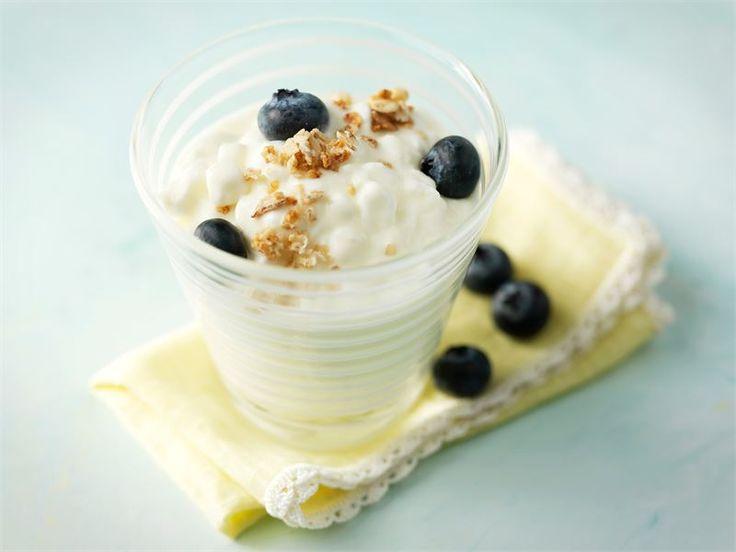 Raikkaat sitruuna-raejuustomaljat - Näissä maljoissa on makua ja proteiinia sopivissa määrin http://www.valio.fi/reseptit/raikkaat-sitruuna-raejuustomaljat/
