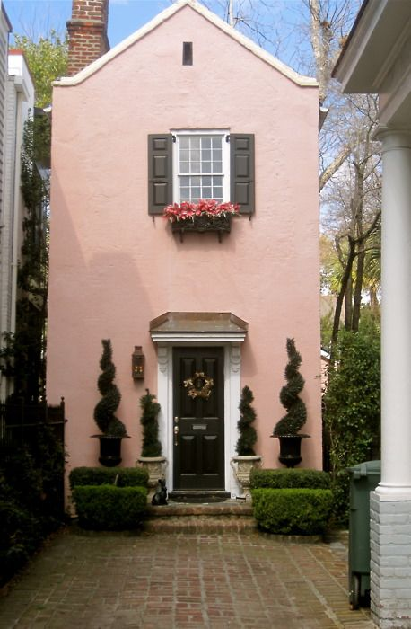 This pink little house makes me happy!: Decor, Tiny House, Sweet, Cottage, Pink Houses, By, Architecture, Homes, Place