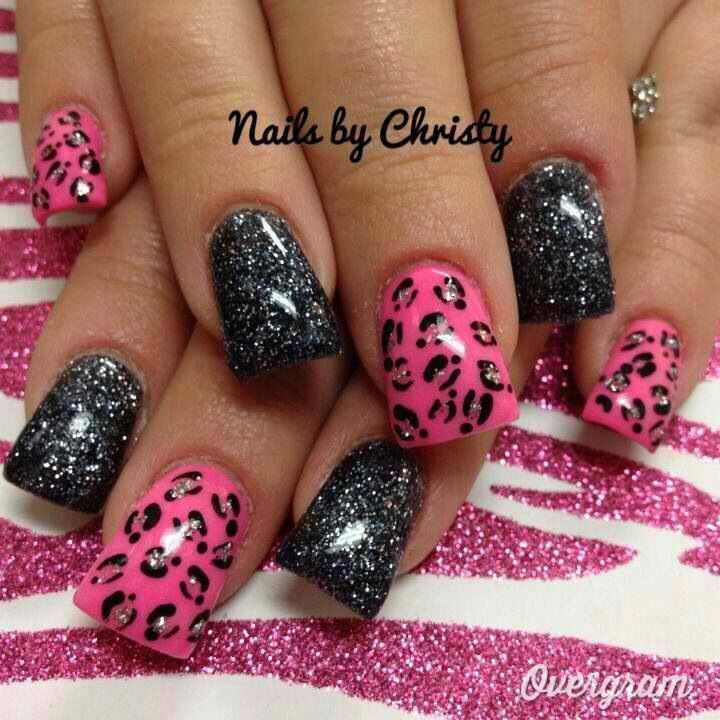 Cute black and pink nails with animal print nail art | with glitter. | Duck feet nails | flare tip nails |fan nails wide