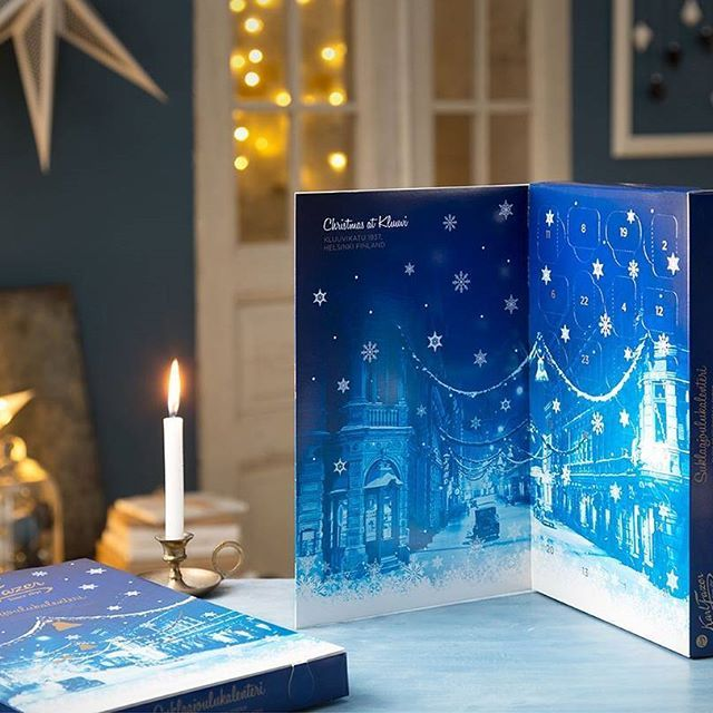 Suklaajoulukalenteri tekee joulun odotuksesta hiukan makeampaa. Karl Fazer joulukalenterin talvikuva on Helsingin Kluuvikadun joulukadulta vuonna 1937. #lahjaystävälle #suomalaistahyvää