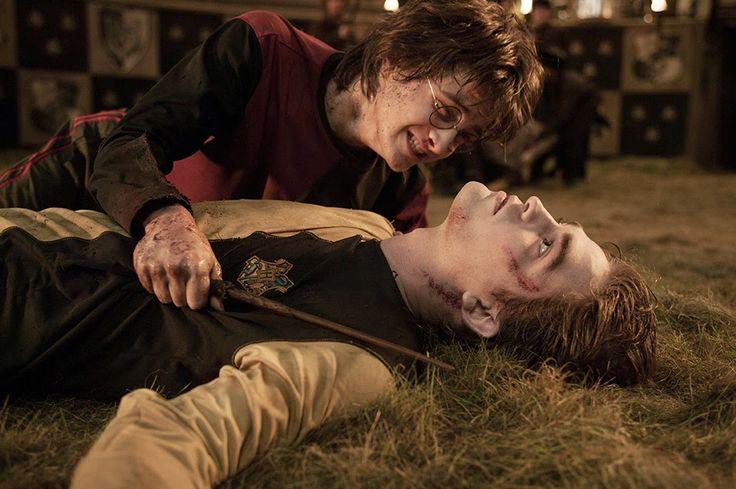 14. Harry neemt het lichaam van Carlo vast en ook de beker. Zo worden ze terug getransporteerd naar Zweinstein.  Hij heeft misschien wel het tornooi gewonnen maar hij heeft wel een vriend verloren. Heel de school is in rouw.