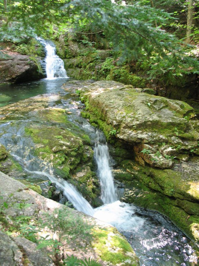 Posted in Maine June 09, 2016by Michelle This Easy Hike In Maine   Even better are the journeys that end in surprise swimming holes. Make your way to Blueberry Mountain in Evans Notch for an easy hike that ends with a dip in Rattlesnake Pool.