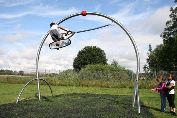 The Adrenaline Sky Carver is a 4 metre high aerial half pipe, on which children 8 years and older can enjoy adrenaline-fueled boarding activities.