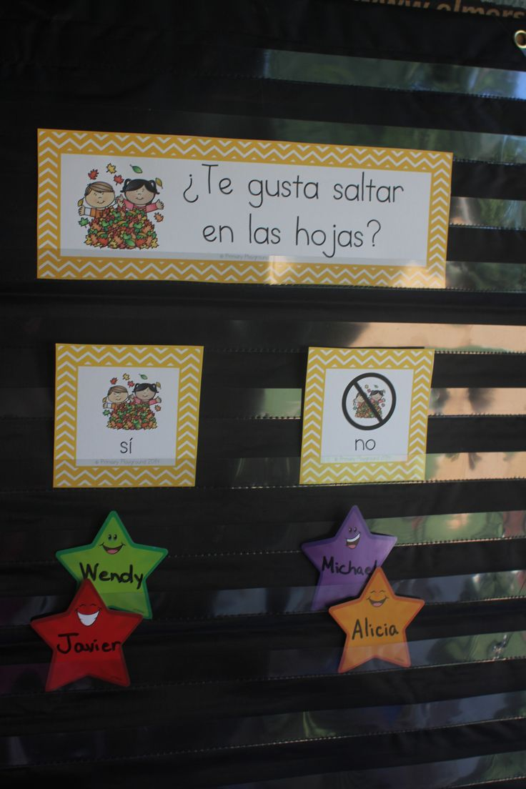 Daily questions in Spanish allow students to practice beginning reading skills while learning more about each other; $