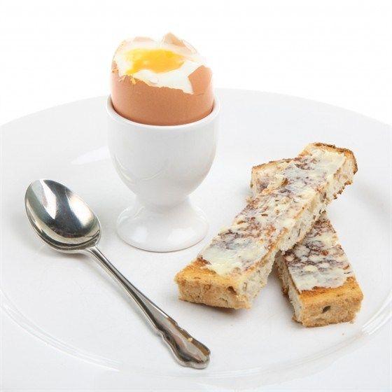 Яйца всмятку с анчоусами и форелью