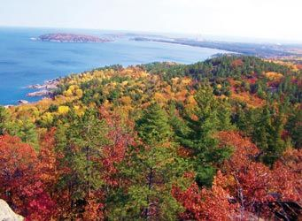 Today, featured blogger Jesse Land describes seven scenic locations in the Upper Peninsula to take in the blazing autumn colors.