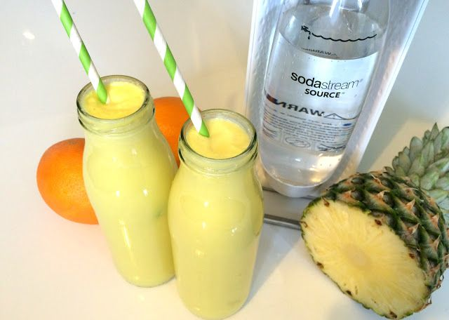 Zielone koktajle: ananas + mleko kokosowe + pomarańcza + woda gazowana