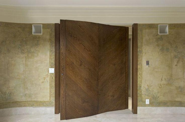 Hall com Porta Pivotante