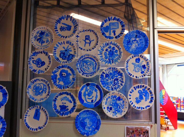 Delft-blauwe bordjes geschilderd