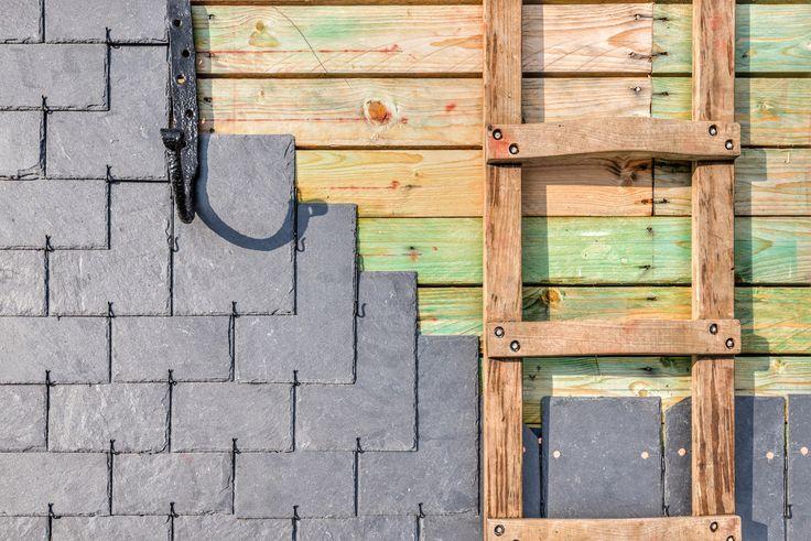 Le maître ardoisier. Une partie essentielle de tout projet de toiture en ardoise   #couvreur #maitre #ardoise #CUPAPIZARRAS #artisan #craftmanship