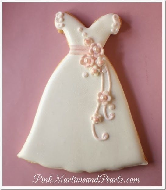 Galletas Boda_Vestido Novia ♥Pink Martinis and Pearls♥ http://www.pinkmartinisandpearls.com/2014/03/wedding-dress-decorated-cookies-for.html