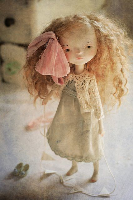 ******  Today I want to share with you the work of Paola Zakimi Her dolls have been part of my inspiration for a long time now. I mu...