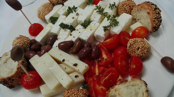 ..μεζεδάκι για ούζο, ιδανικό για σήμερα, του Αγίου Μηνά! Χρόνια Πολλά σ' όλο το Ηράκλειο, από την KAPPA STUDIES!