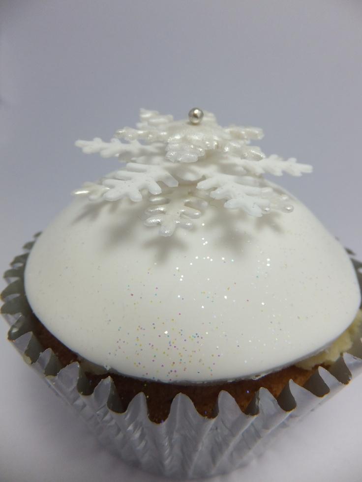 Snowflake cupcake by Cupcakes à la carte