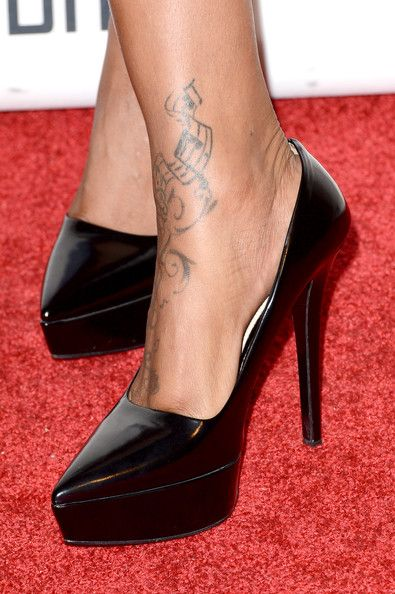 """Brandy Photos - Singer Brandy (shoe detail) arrives at Clive Davis & The Recording Academy's 2013 Pre-GRAMMY Gala and Salute to Industry Icons honoring Antonio """"L.A."""" Reid at The Beverly Hilton Hotel on February 9, 2013 in Beverly Hills, California. - Clive Davis & The Recording Academy's 2013 Pre-GRAMMY Gala And Salute To Industry Icons Honoring Antonio """"L.A."""" Reid - Arrivals"""