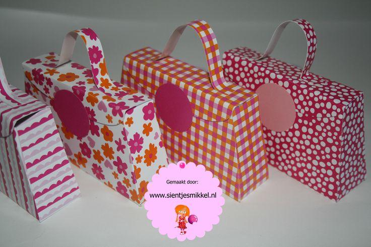 Roze tasjes, klaar voor een feestje!