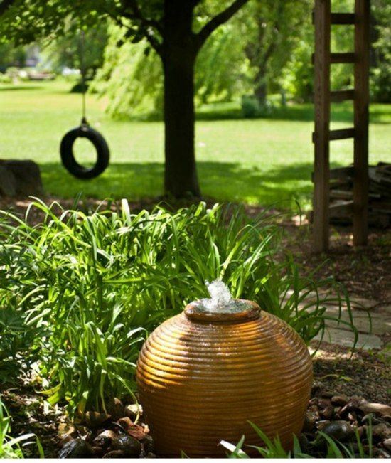 Kleingarten gestalten Keramik Brunnen Wasserspiele Gartenideen - gartenbrunnen selber bauen bauanleitung