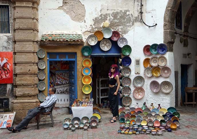 morocco ceramics, art pottery essaouira, moroccan artists, La Carmina's Morocco travel video is out! Goats on trees, argan oil, Berber cooking classes and more - see it here! http://www.lacarmina.com/blog/2016/01/berber-family-homestay-cooking-lessons-essaouira-morocco/