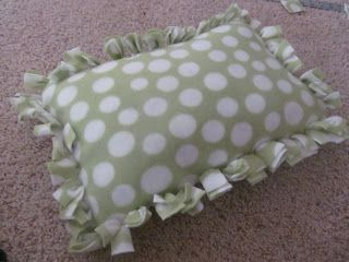 A Crafty Cook: No Sew No Knot Fringe Fleece Blanket and Pillow Cover & 25+ unique No sew pillows ideas on Pinterest | No sew pillow ... pillowsntoast.com