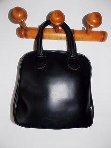 Sac à main vintage noir | http://jeronine-vintage.com/friperie-en-ligne/sac-vintage/sac-a-main-vintage-noir/