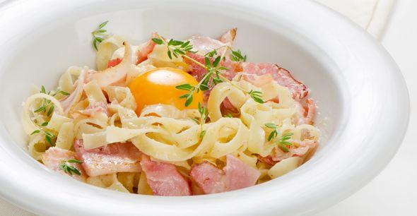 Paste carbonara cu rosii si oua- Simplu de preparat, in sute de feluri, pastele integrale sunt un aliat important atunci cand ne propunem sa urmam un stil de viata sanatos.