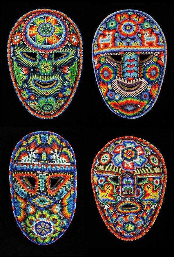 Huichol Beaded Mask - Nayarit , Mexico, 2005__ Máscara de miçanga em madeira do povo Huichol, México, 2005.